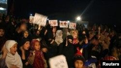 2月18日巴基斯坦什叶穆斯林参加示威抗议周六在奎达的爆炸袭击