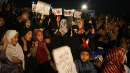 Shi'ite Muslims take part in a protest against Saturday's bomb attack, in Quetta, Pakistan, February 18, 2013.