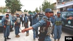 Polisi Afghanistan tengah melakukan patroli keamanan. Serangan NATO keliru menghantam pos polisi Afghanistan di provinsi Nuristan (1/8).