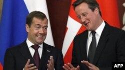 Ruski predsednik Dmitrij Medvedev i britanski premijer Dejvid Kameron