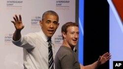 Марк Цукерберг любить мати ділові зустрічі на ходу.