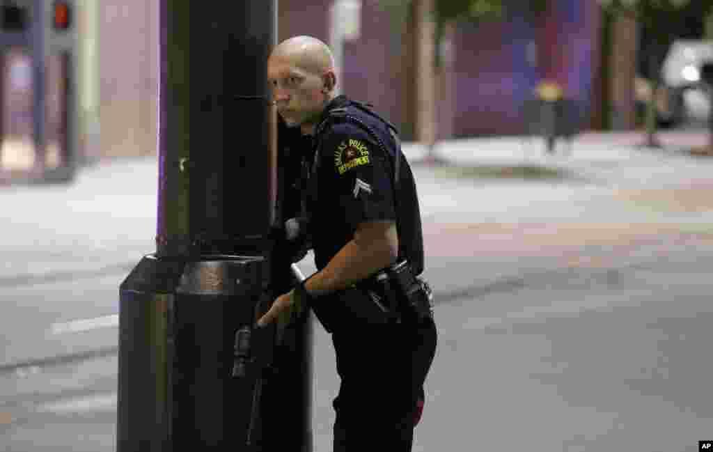 تیراندازی در مرکز دالاس، پلیس ها را هدف گرفته بود.