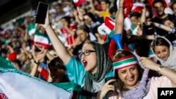 جمهوری اسلامی بعد از چند سال اعتراض، تازه پذیرفته زنان در بازی های ملی حضور یابند اما زنان می گویند ما می خواهیم در بازی های باشگاهی نیز باشیم.