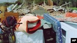 上海世博拆迁上访户沈佩兰经营20年的养殖场被强拆。