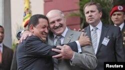 Un abrazo efusivo entre dos presidentes a menudo acusados de ser dictadores.