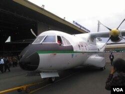 Pesawat CN235-220M buatan PT Dirgantara Indonesia (PTDI). (Foto: VOA/R. Teja Wulan/dok)