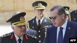 Kryeministri i Turqisë mban takime intensive pas dorëheqjeve në masë në ushtri