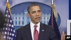 지난 2011년 12월 5일 워싱턴의 백악관 브리핑 룸에서 급여세 감면 연장안이 조속히 의회를 통과해야 한다고 역설하고 있는 바락 오바마 미 대통령(자료사진)
