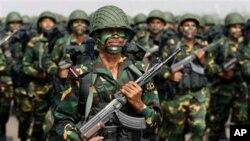 বিজয় দিবসে ঢাকায়, বাংলাদেশী সেনাবাহিনীর কম্যান্ডোদের কুচকাওয়াজ