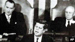 John Fitzgerald Kennedy a 25 de Maio de 1961