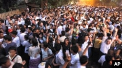 Supporters of Burma's pro-democracy leader Aung San Suu Kyi celebrate outside her home after her release from house arrest in Rangoon, 13 Nov 2010.