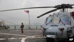 Tư liệu- Máy bay trực thăng trên tàu USS Blue Ridge trong một chuyến viếng thăm cảng Hong Kong ngày 20 tháng 04 năm 2019.
