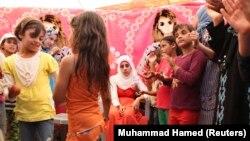 Hanan Al Hariri, 20, seorang pengungsi Suriah, dalam pesta pernikahannya di kamp pengungsi Al Zaatri di Mafraq, Yordania, dekat perbatasan Suriah, September 2012. (Foto: Dok)