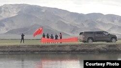 中國軍人7月6日在印控克什米爾越界插旗,反對當地藏人為達賴喇嘛慶生(《印度時報》The Times of India 7月13日刊登)。