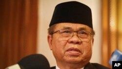 필리핀 이슬람 반군 이끌고 있는 무라드 에브라힘 대표가 7일 말레이시아 수도 콸라룸푸르에서 기자회견을 하고 있다.
