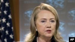 美國國務卿希拉里•克林頓星期四在華盛頓國務院新聞發布會上,討論美國國務院的年度人權報告