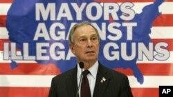 """Walikota kota New York Michael Bloomberg saat konferensi pers """"Bersama Menentang Senjata Illegal"""" dengan walikota lokal lainnya di Cincinnati (Foto:dok)"""