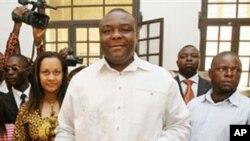 Kiongozi wa chama cha upinzani MLC nchini DRC Jean Pierre Bemba akipiga kura kinshasa Juli, 30, 2006.