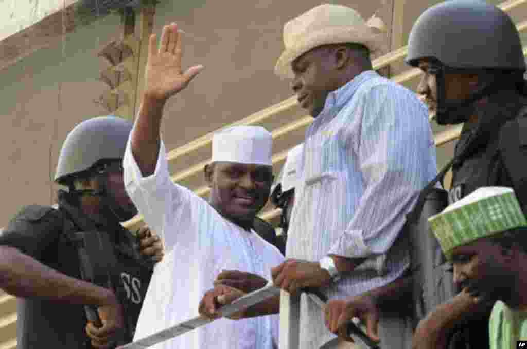 Hamza Al-Mustapha (2nd L), former chief security officer to Nigeria's late military ruler Sani Abacha, waves as he leaves Lagos' high court at Igbosere district in Lagos January 30, 2012.