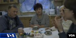 Porodica Marije Butine u razgovoru sa novinarima Glasa Amerike