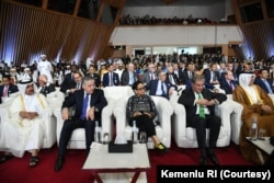 Menteri Luar Negeri Indonesia Retno Marsudi ikut menyaksikan penandatanganan perjanjian perdamaian Amerika-Taliban di Doha, Qatar, Sabtu, 29 Februari 2020.