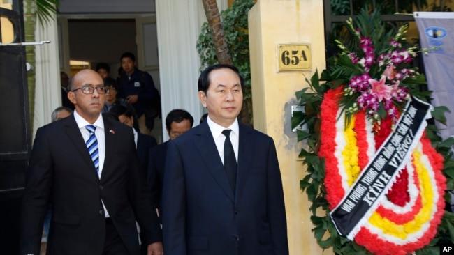 Ông Quang và Đại sứ Herminio López Díaz vào tháng 11/2016.