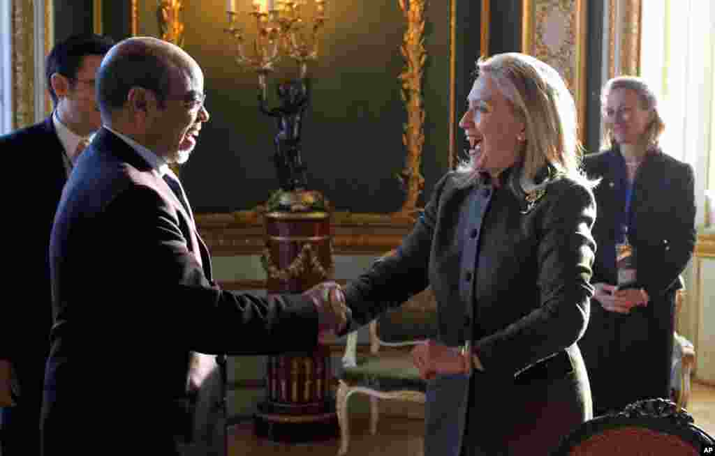 U.S. Secretary of State Hillary Clinton meets with Meles at the London Conference on Somalia, February 23, 2012.