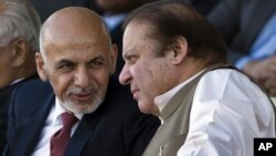Afg'oniston Prezidenti Ashraf G'ani (chapda) Pokiston Bosh vaziri Navoz Sharif bilan