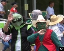 罗斯威尔市幽浮节游行