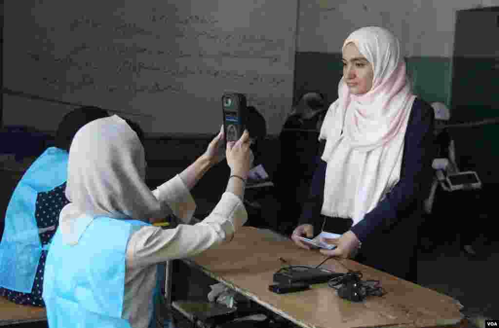 بیش از سه میلیون زن برای شرکت در انتخابات ریاست جمهوری افغانستان ثبت نام کرده اند
