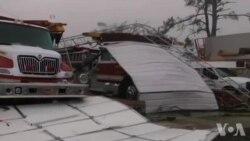EUA - Tornados matam e arrasam bairros