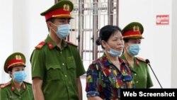 Bà Cấn Thị Thêu tại phiên tòa ngày 5/5/2021 ở tỉnh Hòa Bình. Photo TTXVN via QDND.