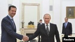 2015年10月20日俄罗斯总统普京在莫斯科会见到访的叙利亚总统阿萨德。