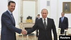 Vladimir Poutine (à droite) en compagnie de Bachar Al-Assad, lors une rencontre à Moscou le 20 Octobre 2015. Source: Reuters