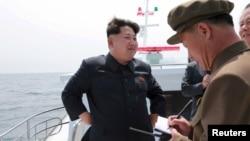 북한 김정은 국방위원회 제1위원장이 전략잠수함 탄도탄수중시험발사를 참관했다고 북한 관영 '조선중앙통신'이 지난 5월 보도했다.