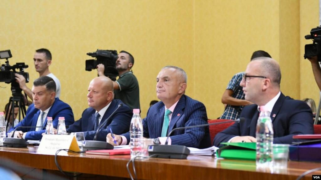 Tiranë: Meta dëshmon para komisionit hetimor