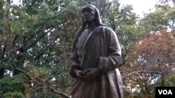 Monument dedie a Mere Theresa.