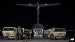 首批萨德防御系统装备运抵韩国(美军太平洋司令部推特图片)
