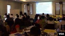 National and international NGOs met in Friday, August ,7 2015, to get input on access to information law. (Photo by Phorn Bopha/VOA Khmer)