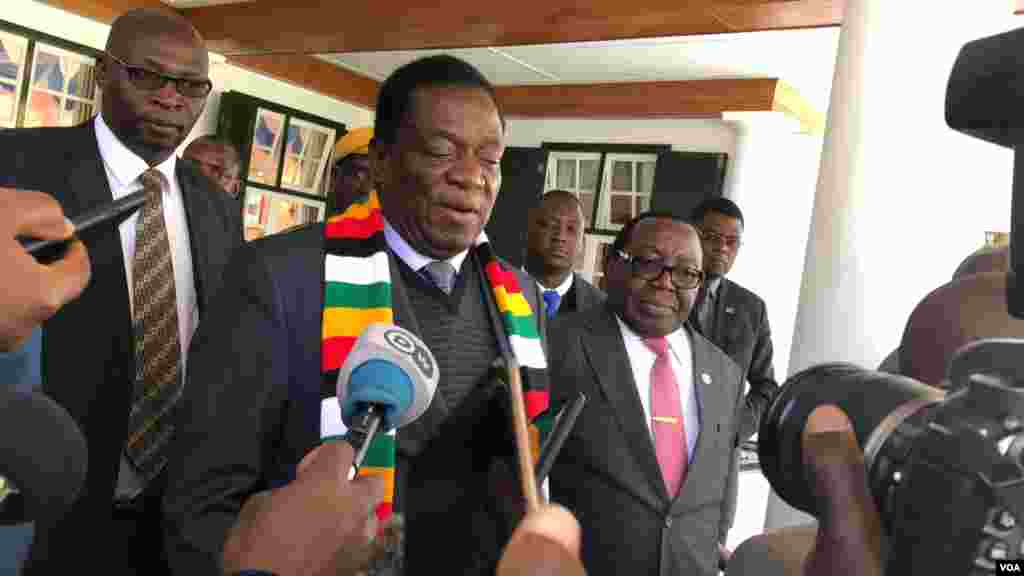 President Emmerson Mnangagwa speaking to reporters after meeting former U.N. secretary general Kofi Annan in Harare says Zimbabwe Electoral Commission is independent and professional to run a credible election, July 20, 2018. (S. Mhofu/VOA)