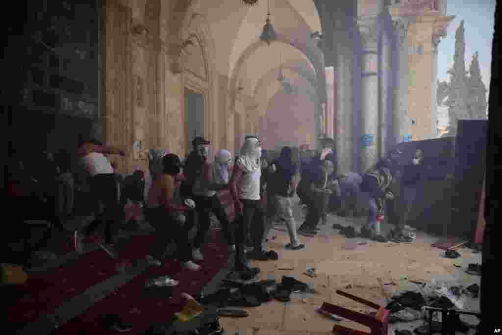درگیریهای شدید بین فلسطینیها با نیروهای امنیتی اسرائیل در محوطه مسجد الاقصی در بخش قدیمی اورشلیم
