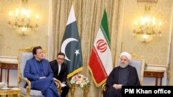 အီရန္သမၼတ Hassan Rouhani ႏွင့္ ေတြ႔ဆုံေဆြးေႏြးေနသည့္ ပါကစၥတန္ဝန္ႀကီးခ်ဳပ္ Imran Khan။