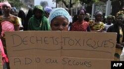 Des manifestants protestent contre le Probo Koala, en Côte d'Ivoire, le 30 novembre 2011.