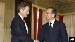中国总理温家宝1月11日在北京会晤到访的美国财政部长盖特纳