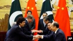 فواد چودهري وویل چین پاکستان سره د نور اقتصادي امداد ژمنه هم کړې ده چې تفصیل به یې عمران خان هېواد ته د ستنیدو وروسته خپله بیانوي