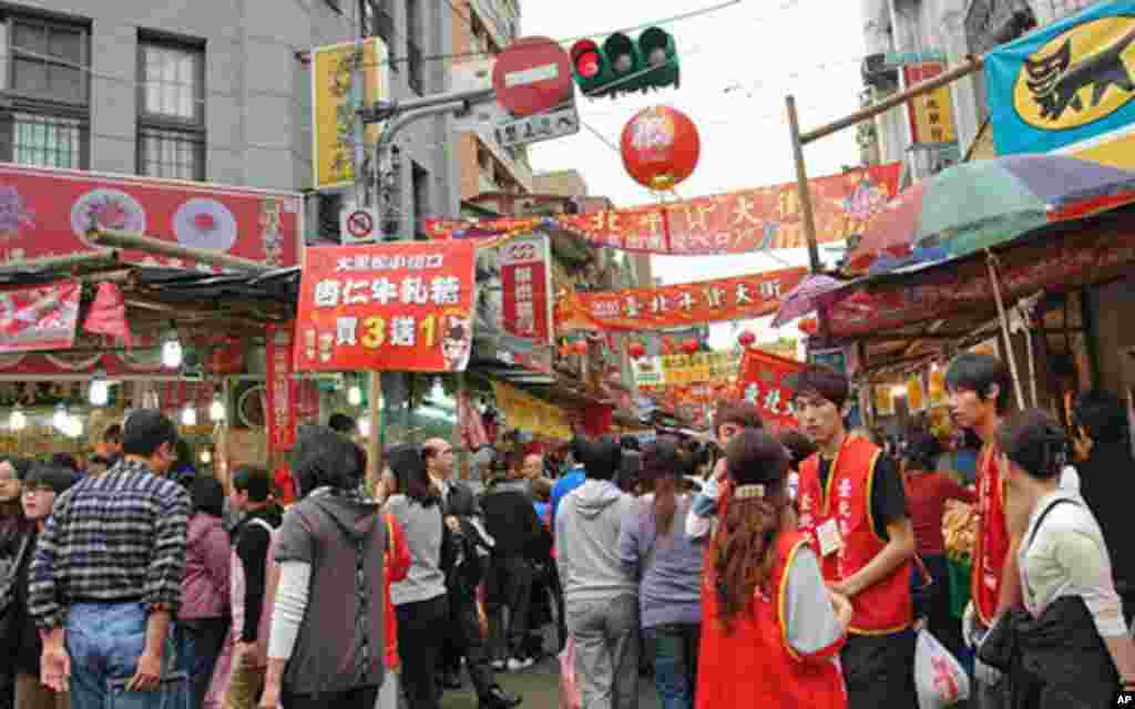 Taiwanese prepare for Chinese new year-