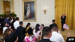 Фото: президент США Джо Байден взяв участь у церемонії натуралізації перед Днем Незалкжності США