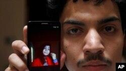 حسن خان عکس خانم اش زینت رفیق را دست دارد