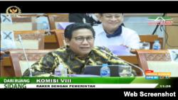 Menteri Desa Abdul Halim Iskandar dalam rapat gabungan dengan DPR hari Rabu (1/7) tentang verifikasi dan validasi kemiskinan, yang disiarkan langsung oleh televisi dan medsos. (Foto: screenshot)