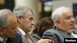სერგეი კისლიაკი ( მარჯვნიდან პირველი)